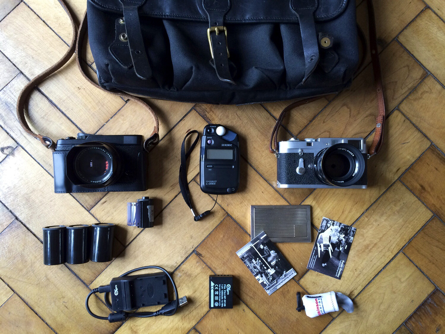 kevin shelley street photography kit bag leica m2 voigtlander 50 1.5 fuji x-e1 xf 35 1.4 sekonic l308s light meter 35mm film m classics bag
